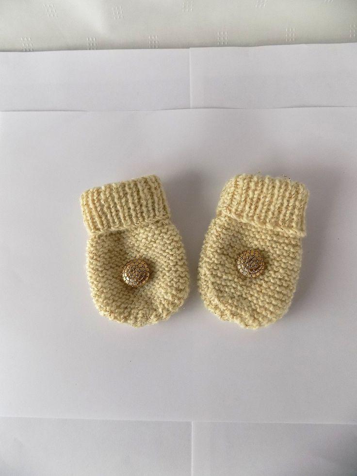 COMMANDE : Moufles bébé écru avec fil doré : Mode Bébé par mamiechantal-screations