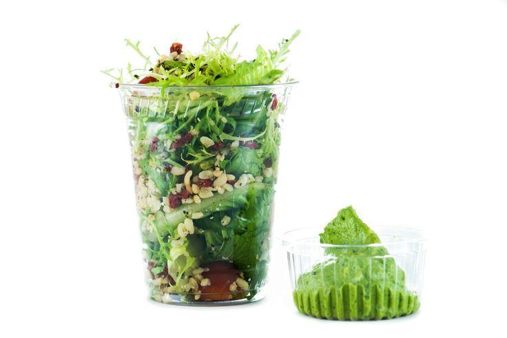 salat with bulgur, hemp, goji. Minte pesto