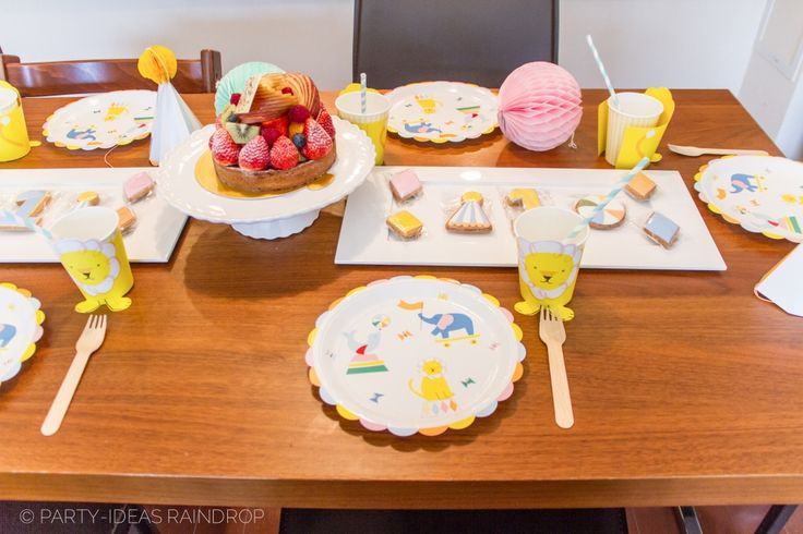 1st Birthday Party Table/Merimeri Silly Circus 1歳のお誕生日 メリメリのシリーサーカスシリーズをつかいました/Party-ideas Raindrop