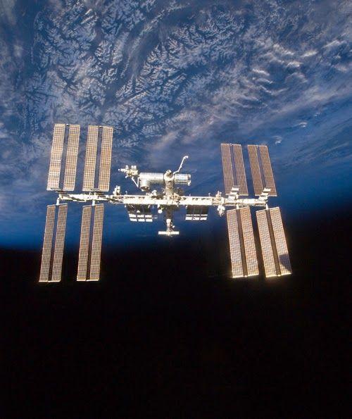 UFOLOGIA - OVNIS ONTEM: Centro Espacial Alemão confirma a descoberta de mi...