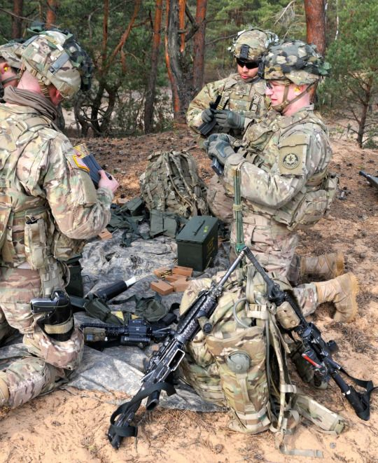 U.S Army recon troopers from 3rd Squadron, 2nd Cavalry Regiment ...