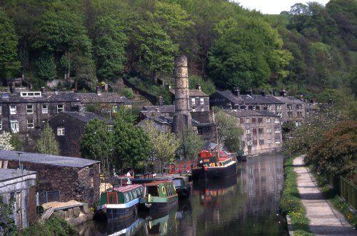 Hebden Bridge, GB - Rochdale canal and narrow boats