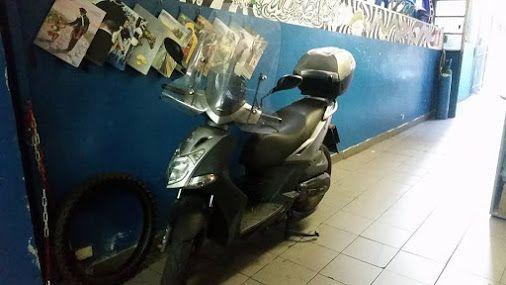World Bike Genova, oltre ad offrire servizi di assistenza e riparazione di moto e scooter, si occupa anche di tutte le pratiche relative al TAGLIANDO e ad un controllo periodico di tipo tecnico.  Qui nella foto un Kymco Agility sottoposto oggi a nuovo tagliando;)