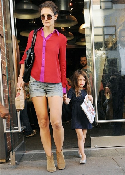 Katie Holmes cute outfit and hair