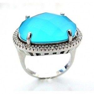 Sortija de plata de primera ley con circonitas blancas alrededor de una piedra de cuarzo azul de 2 cm x 2,5 cm. Talla a elegir