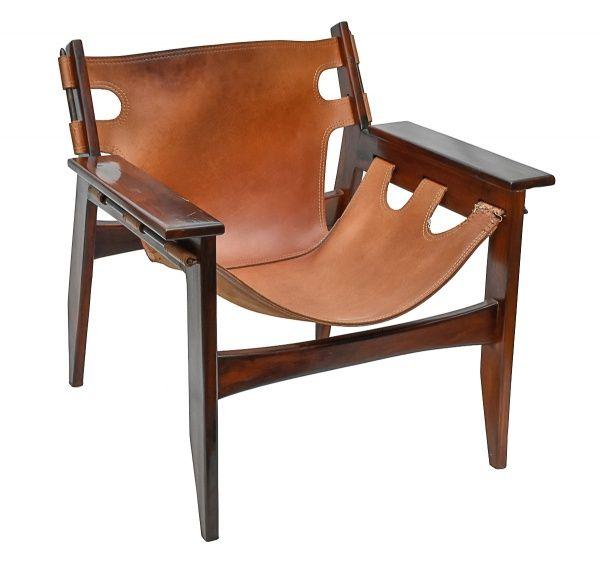SERGIO RODRIGUES - Cadeira de braço, modelo Kilim, confeccionada em jacarandá com assento e encosto em couro sola na cor marrom.