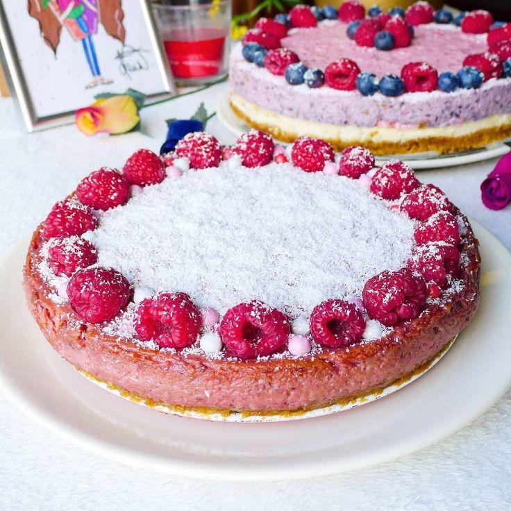 Malinový cheesecake z mascarpone :) Hneď aj s receptom pre vás Korpus: 🌸200 g maslové sušienky 🌸150 g maslo Sušienky rozmixujeme na drobno, prilejeme roztopené maslo. Zmes dáme na spodok vymastenej tortovej formy a dáme piecť na 10 minút pri teplote 160°C☺ Plnka: 🌸500 g mascarpone 🌸125 g odtučneného tvarohu 🌸100 g práškového cukru 🌸1 vanilkový cukor 🌸4 vajcia 🌸pyré z mrazených malín ( ja som použila jedno 200g balenie malín a prepasírovala) Všetky suroviny spolu zmiešame a nalejeme…