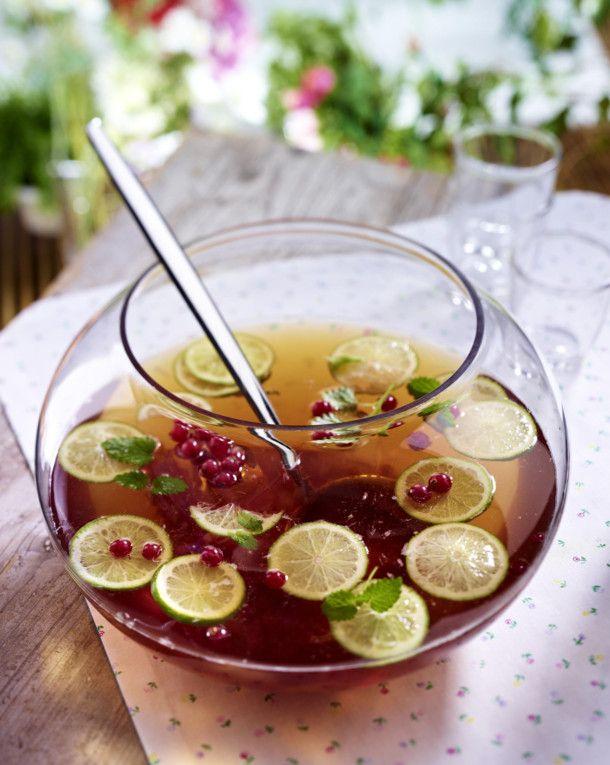 Unser beliebtes Rezept für Johannisbeer-Limetten-Bowle mit Minze und mehr als 55.000 weitere kostenlose Rezepte auf LECKER.de.