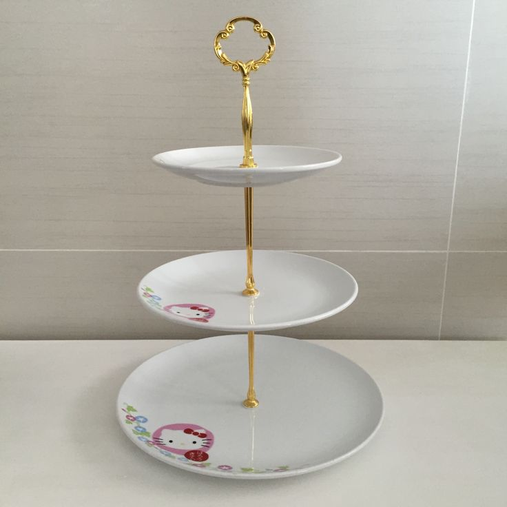 Display stand with original kitty porcelain plate fleurdelis.tictail.com