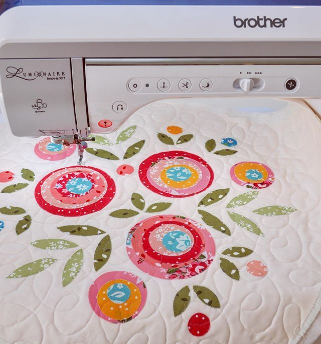 First Time Free Motion Quilting On My Brother Luminaire And I Loved How Easy It Was For Some Reason Im Still A In 2020 Small Quilts Flower Quilts Free Motion Quilting