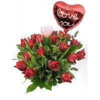 Valentijnsboeket rode tulpen met I Love You ballon en Valentijnshart bestellen.