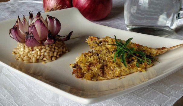 Orzo freddo con fiore di cipolla e triglia croccante | Barley with onion and crispy red mullet