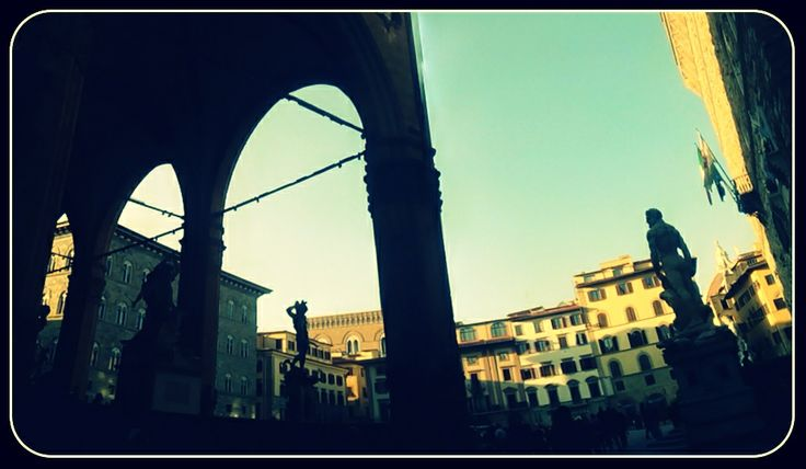 Marble people are watching. Piazza della signoria, Firenze.
