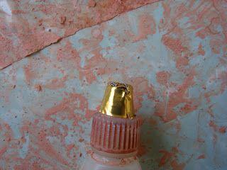 Наконец-то придумала как слепить глиняные горшки. Для лепки горшков использовала самозатвердевающую глину, из которой делала кирпичи . ...