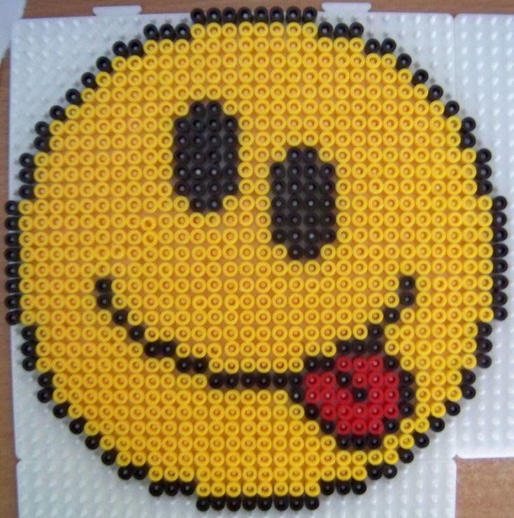 smiley tire la langue en perles hama id es de perles hama perles repasser fait et faire. Black Bedroom Furniture Sets. Home Design Ideas
