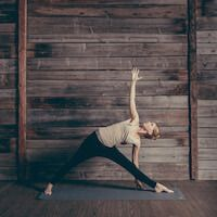 """Yoga at Home mit Annika Isterlings Buch """"Ankommen"""" 