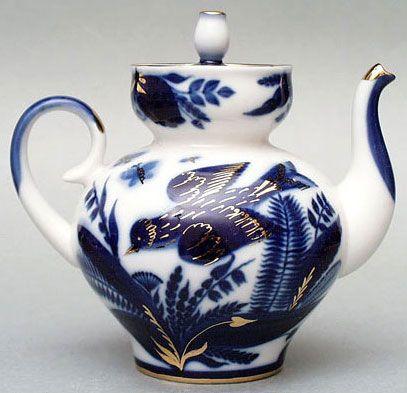 Lomonosov Goldfinch pattern Russian porcelain teapot, blue and white w/ 22 karat gold highlights, Russia