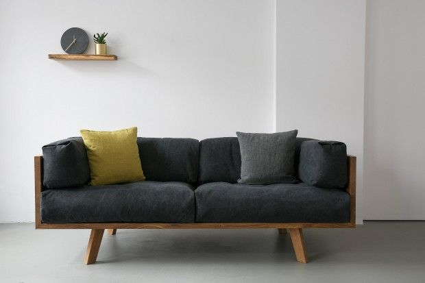 Oak Linen Sofa par Philipp Roessler de Nutsandwoods - Journal du Design