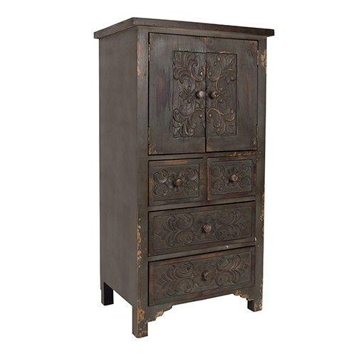 De donkere houten meubelstukken hebben de charme van een erfstuk, maar zijn op en top modern.  Materiaal: massief grenen Bloem motief met de hand gesneden