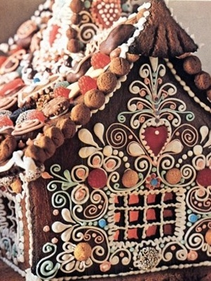 """""""Little cabin in the woods -- This pretty little gingerbread cabin reminds us of the delicious house from Hansel and Gretel."""" Click through for """"10 amazing gingerbread houses."""" (Photos only; image 2 of 12)"""