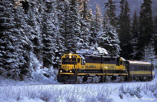 All A-B-O-A-R-D the Alaska Railroad!! Alaska Travelgram lines out your Alaska Railroad options, winter and summer