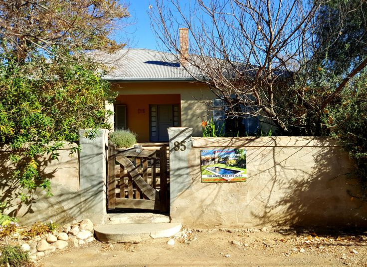 There's an attractiveness in the ordinariness of 85 on Church #selfcatering in #PrinceAlbert - #Authentic #Karoo