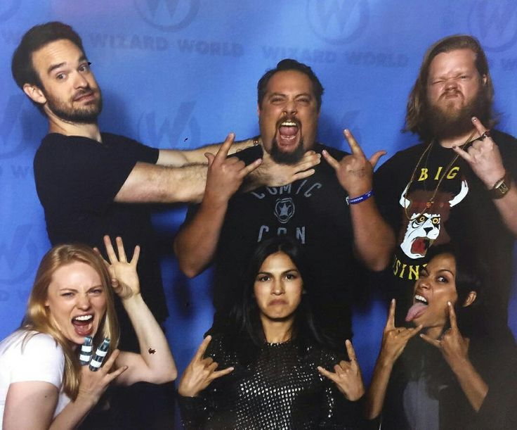 Charlie Cox and the Daredevil cast wizard world august 2016
