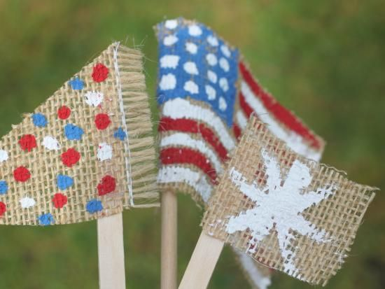 {DIY Burlap American Flags} Too cute. Perfect for keeping the kids busy and decorating a table for the holiday!