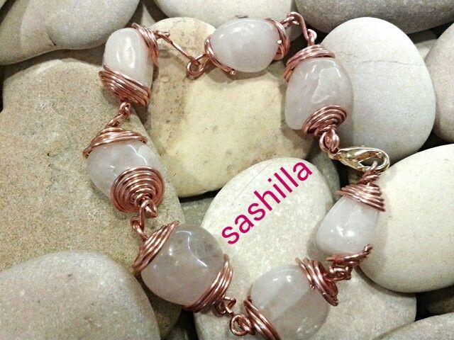 #sashilla #bracciale #bangle  Bracciale di pietre dure con filo di rame