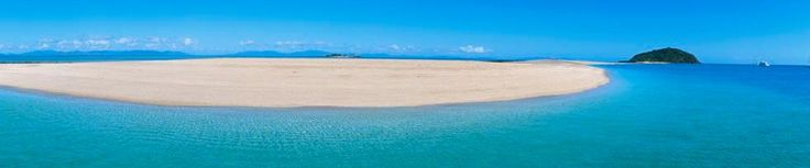 Langford Island in the Whitsundays, the sand cay appears at low tide as the water recedes