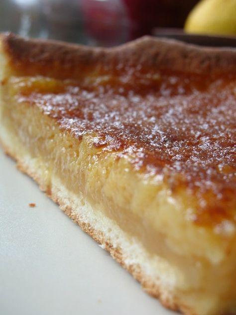 DIVINE TARTE AU SUCRE (PATE LEVEE - Pour 2 tartes : 180 g de farine, 70 g d'amandes en poudre, 2 c à s de sucre, 7 g de levure fraîche, 125 g de lait, 1 œuf, sel) (GARNITURE : 200 g de cassonade, 50 g de beurre, 2 oeufs, 20 cl de crème, un peu de sucre)