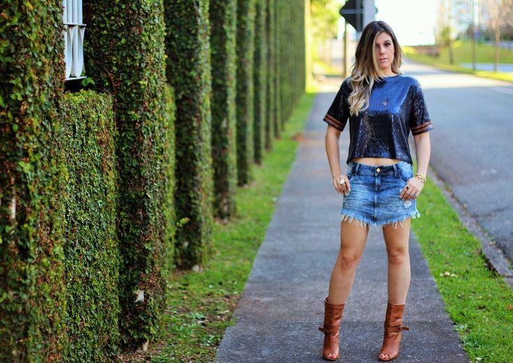 saia jeans de bico destroyed Madamen Sophia e cropped de paetê Zara. Mais detalhes em  www.sabrinadalmolin.com