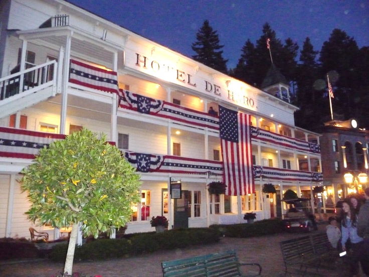 The Historic Hotel De Haro In Roche Harbor San Juan Island All Decked Out For