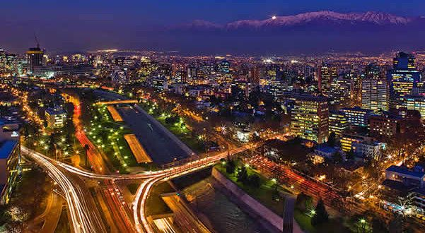 Santiago, Chile. Autor Javmoraga. Licensed under the Creative Commons Attribution-Share Alike