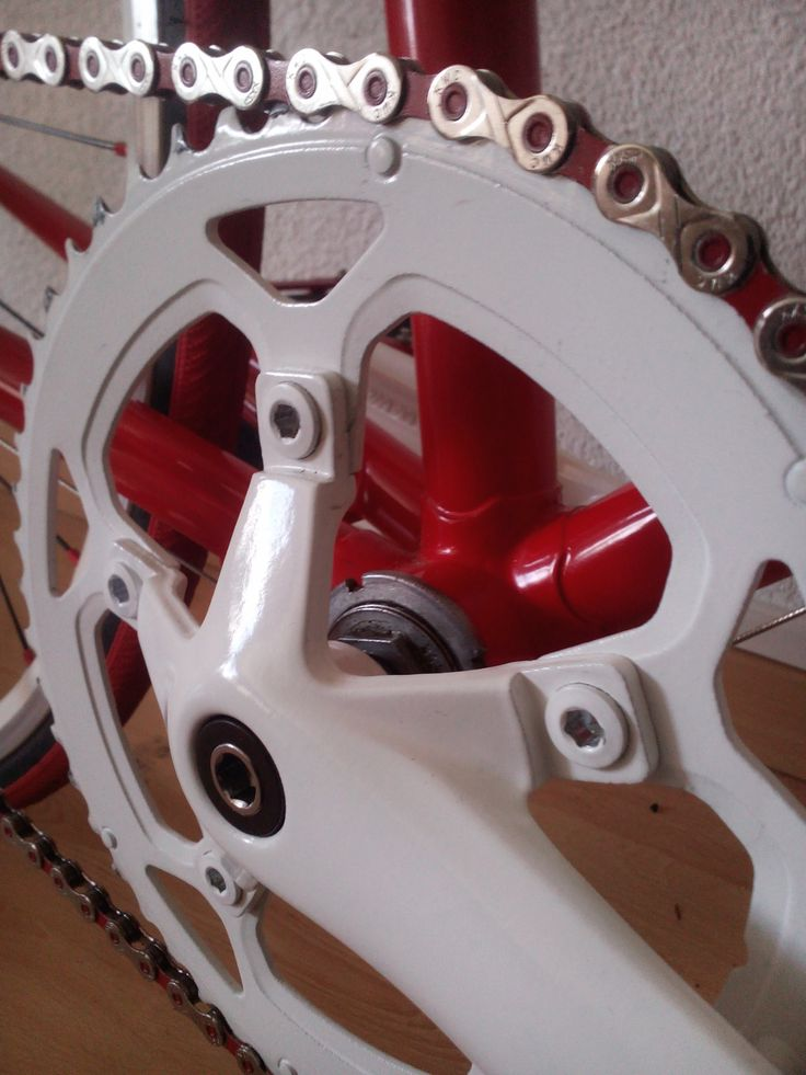 Single chainring and red KMC chain