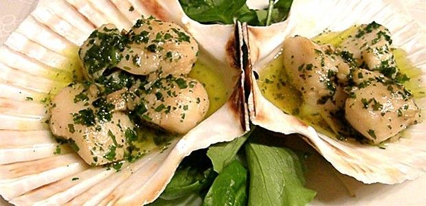 Capesante alla veneziana, ricetta tipica della tradizione culinaria veneta.