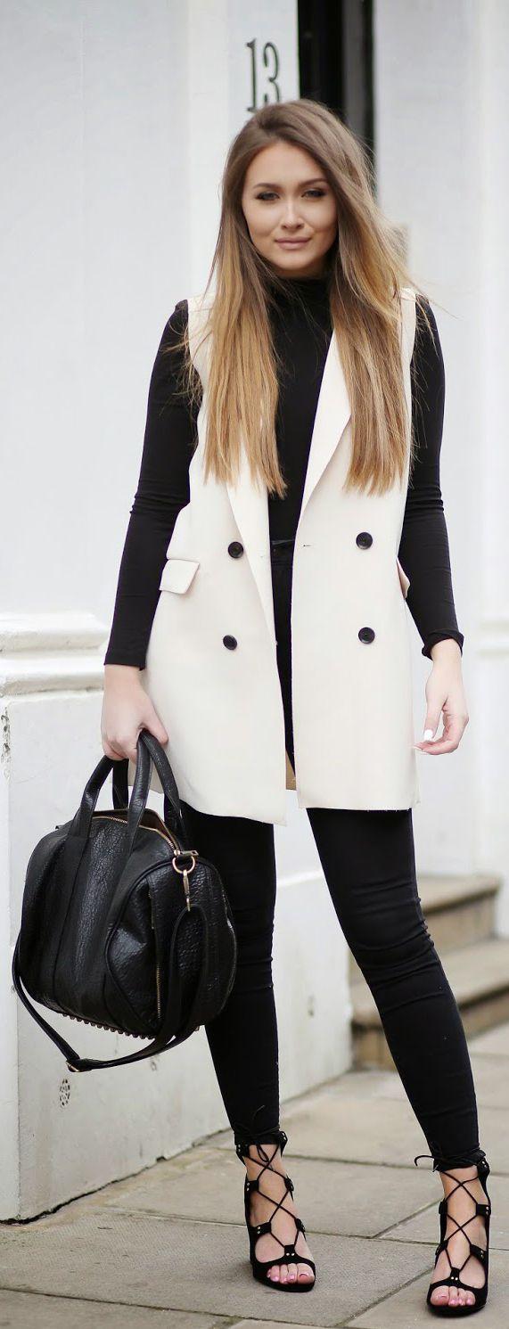 colete branco de alfaiataria legging preta e malha gola alta: chic