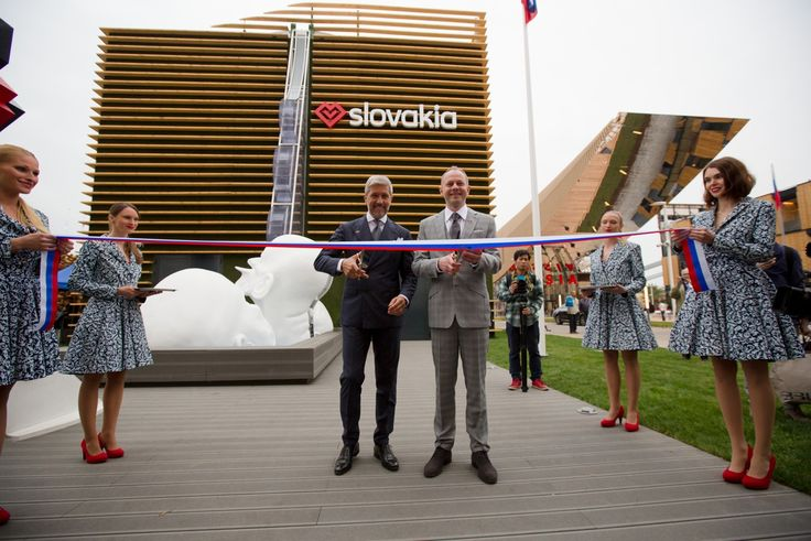 Honorary consul of Slovakia in Italy, Mr. Luigi Cuzzolin and the Comissioner General of the Slovak pavilion Mr. Martin Polak at the opening of the Slovak pavilion.