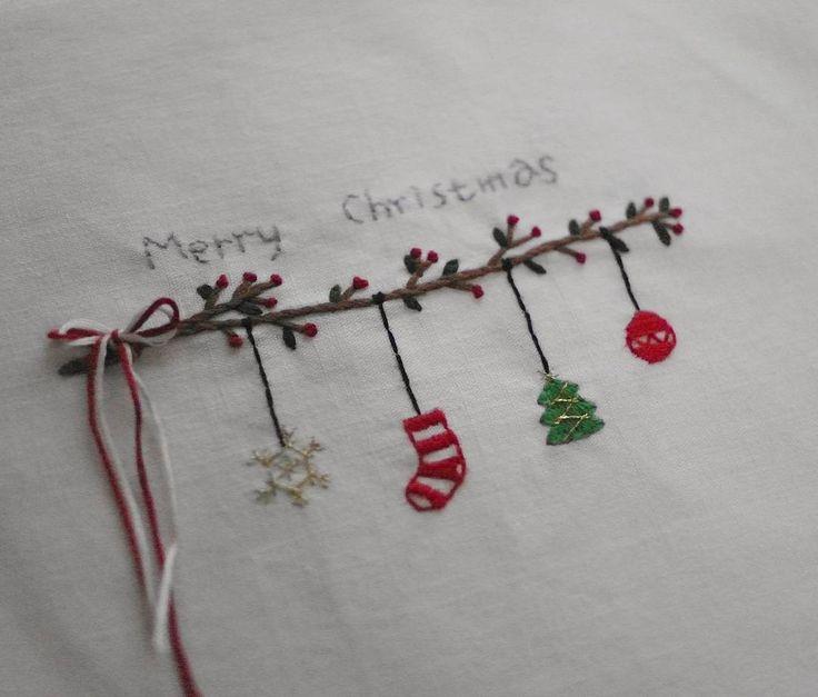 메리크리스마스☆ #프랑스자수#자수#자수타그램#자수소품 #embroidery#handstitched#ししゅう#刺繡#대전프랑스자수#크리스마스가랜드#크리스마스#자수액자#일상#손자수
