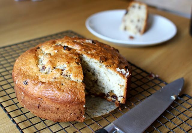 mamacook: Low Sugar (Golden Raisin) Yogurt Cake for the whole family ~ a bit dry; add more oil
