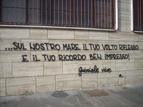 scritta per gabriele sandri ad Ostia