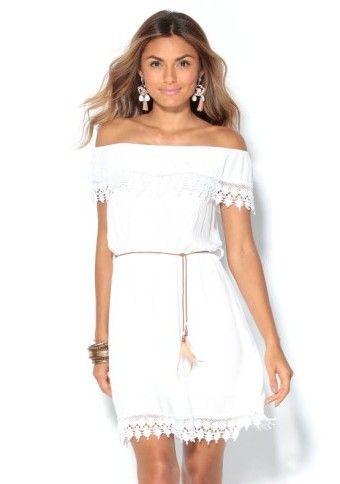 Šaty s lodičkovým výstrihom a čipkou #ModinoCZ #šaty #offshoulders