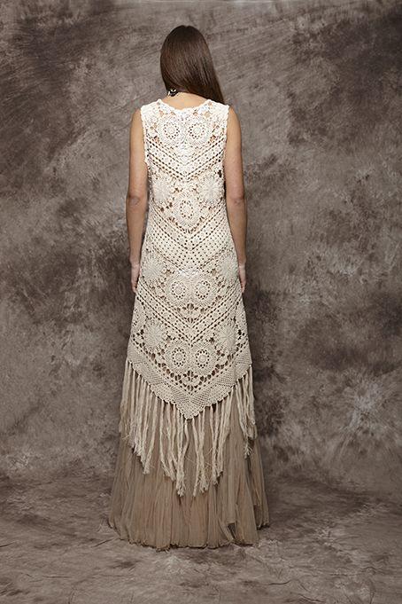 Vestido de ganchillo en color beige con flecos - 156,00€ : Zaitegui - Moda y ropa de marca para señora en Encartaciones