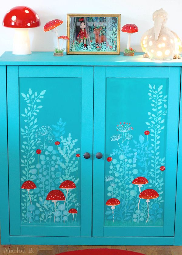 My little corner of red & white mushrooms with a hand-painted cabinet. Meuble turquoise te rouge décoré peint champignons