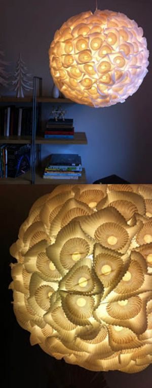 Lámpara decorada con moldes de papel de magdalenas