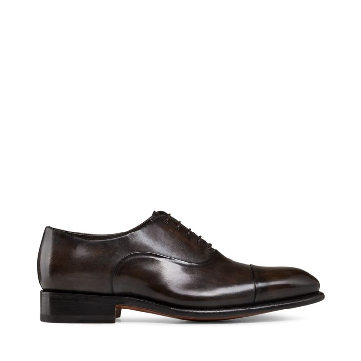 Classic design and refined style for these lace-ups in dark brown leather  with smooth