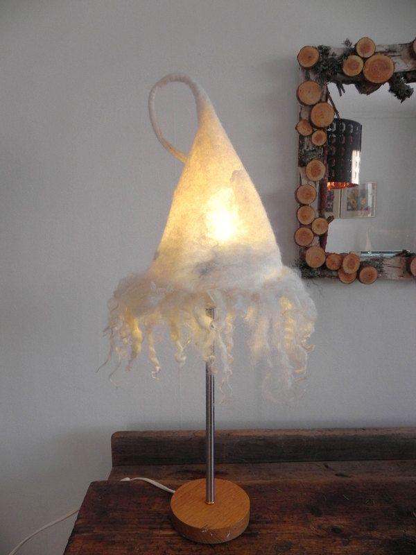 Handgefertigte Tabelle Handfelted 100 % Wolle Lampenschirm auf einem Vintage aus Holz und Metall Fuß fühlte sich Kunst gefilzt Licht Design Filz handfelted von OldMotherFrost auf Etsy https://www.etsy.com/de/listing/263944658/handgefertigte-tabelle-handfelted-100