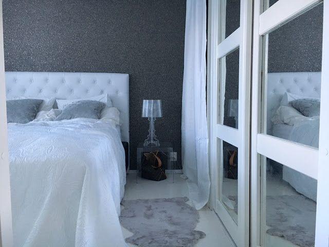 Valko-harmaa makuuhuone
