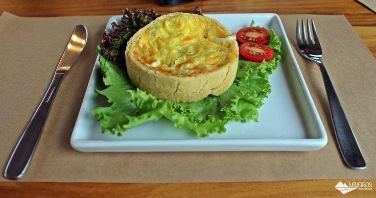 Quiche de alho poró do Café com verso, restaurante no centro de Gonçalves, Minas Gerais.