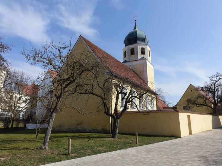 Cronheim, Kath. Pfarrkirche St. Maria Magdalena, Chorturmkirche, im Kern romanisch, erneuert 1666, Langhaus 1898 verlängert (18.03.2015)